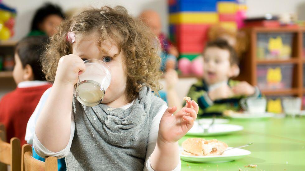6d879efd Mange barn spiser flere måltider i barnehagen enn hjemme og kostholdet i de  første årene legger