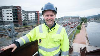 Som trainee i Bane NOR er Øyvind byggeleder på prosjekt til 60 millioner