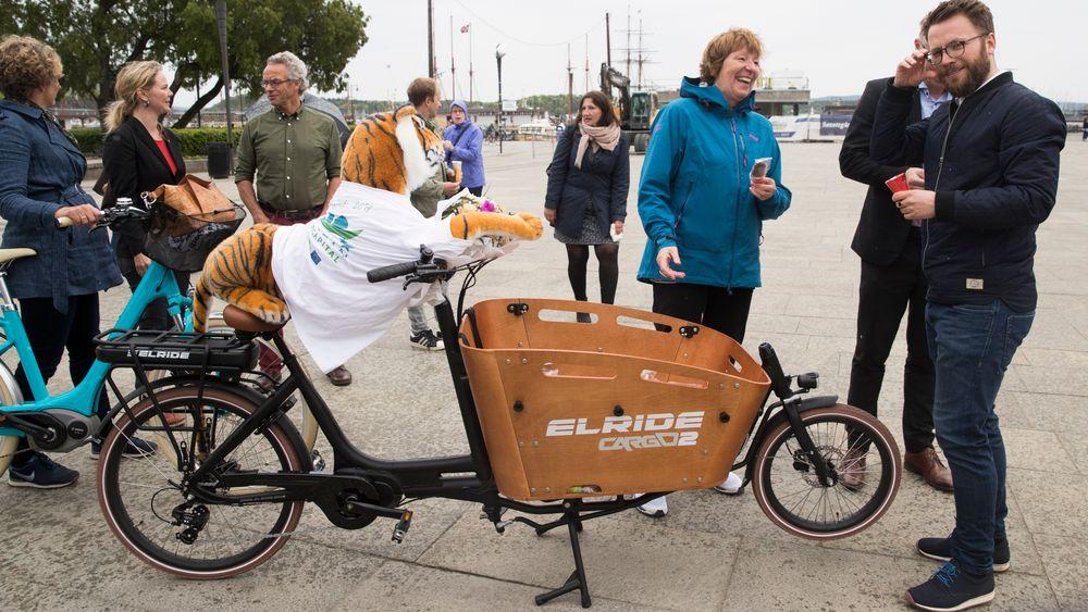 Oslo kommune har så langt gitt 140 bedrifter tilsagn om støtte til kjøp av elektriske lastesykler. I midten av juli var det utbetalt støtte til 46 sykler. Her er ordfører Marianne Borgen på Rådhusplassen i forbindelse med at Oslo ble utnevnt til European Green Capital i 2019.