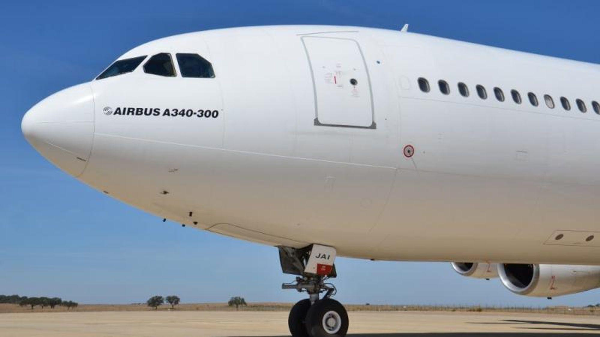 En Airbus 340-300, som var wetleaset fra portugisiske Hi-Fly av Norwegian, spredte drivstoff over store deler av den lengste rullebanen ved Orlandos flyplass.
