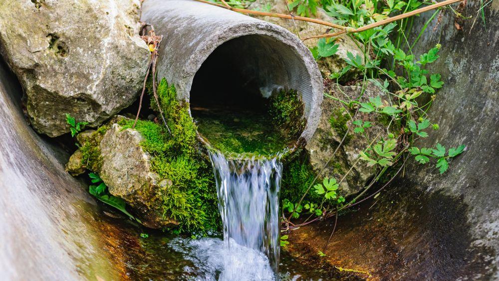 Restriksjoner på vannforbruket er rett rundt hjørnet i Danmark, mener Hans Jørgen Henriksen, seniorrådgiver hos Den geologiske undersøkelsen for Danmark og Grønland.
