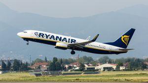 Ryanair_-_Boeing_737-800_-_EI-EKV_-_Orio