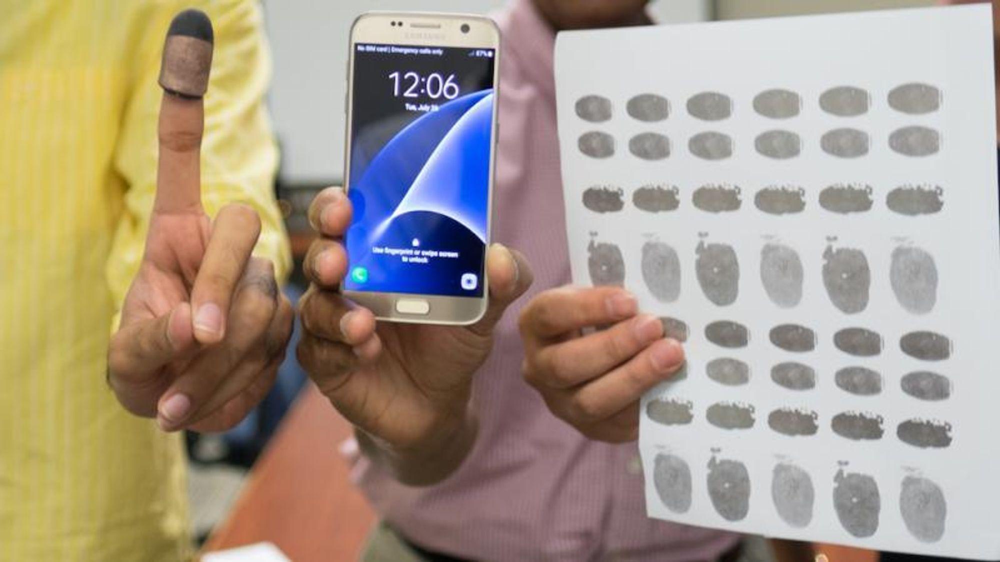 På Michigan State University har en forskergruppe åpnet mobiltelefonen til en avdød ved å feste et fingeravtrykk på ledende papir på en 3D-utskrevet finger.