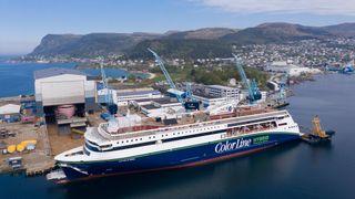 Har utsatt jomfruturen til verdens største hybridskip