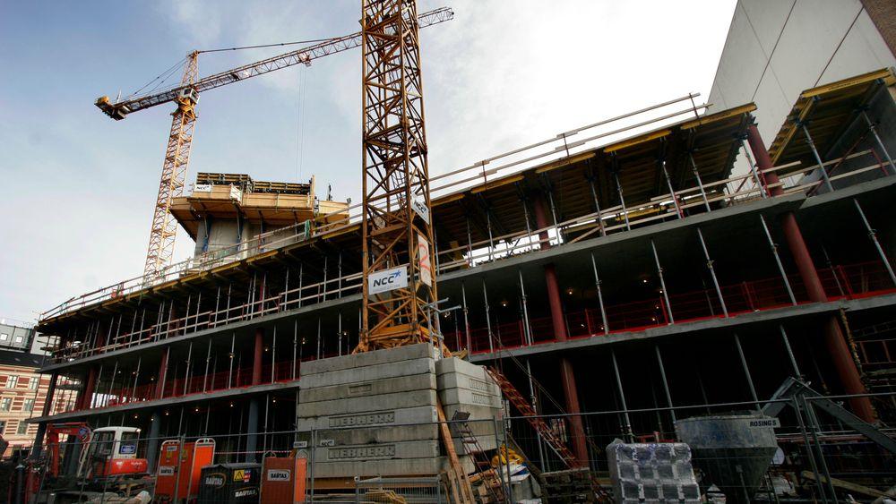 Byggforskserien gir råd om planlegging og gjennomføring av tiltak for å beskytte uferdige bygg mot været.