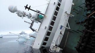 Hevingen av Northguider er i gang på Svalbard – slik skal de rette opp tråleren