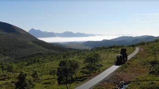 Slik ble en smal grusvei forvandlet til en av de mest spektakulære etappene i Arctic Race