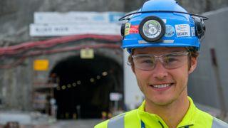 Bli med traineen inn i Nordens lengste togtunnel