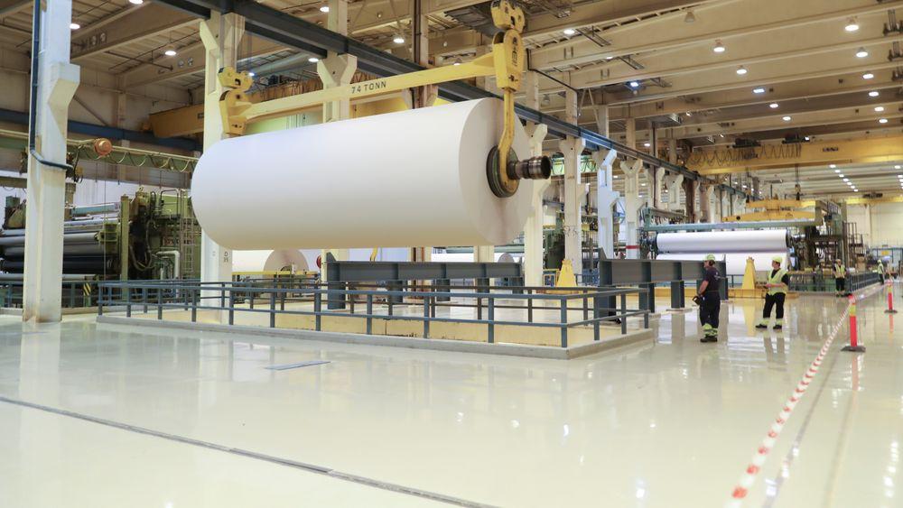 Norske Skog Saugbrugs i Halden i forbindelse med offisiell åpning av biogassanlegg. Bildet er tatt inne i papirmaskin 6.