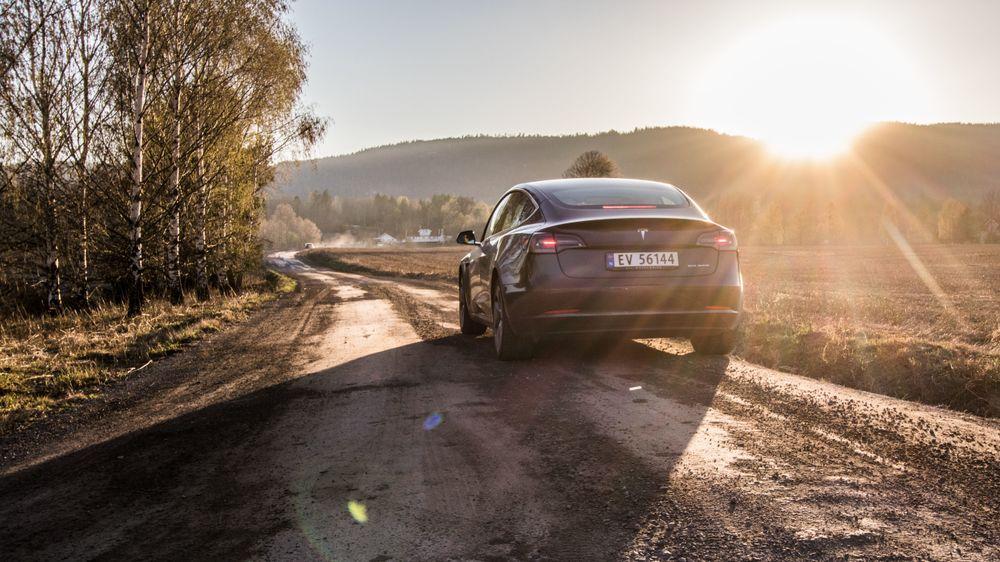 Tesla Model 3 er den mest solgte bilen her i landet så langt i år.