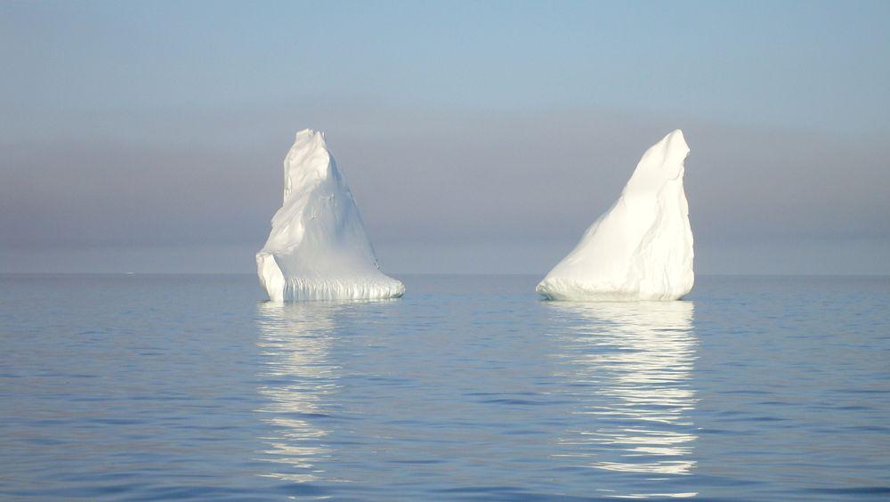 Store elver med smeltevann fotografert vest på Grønland i august. Hetebølgen som først førte til varmerekorder i fem europeiske land, førte blant annet til at over 10 milliarder tonn is smeltet i løpet av én dag, ifølge Danmarks meteorologiske institutt.
