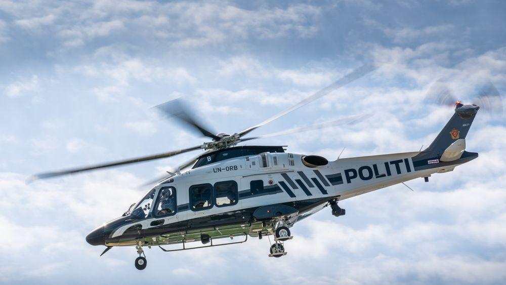 Nytt politihelikopter av typen AW169 over basen på Gardermoen.