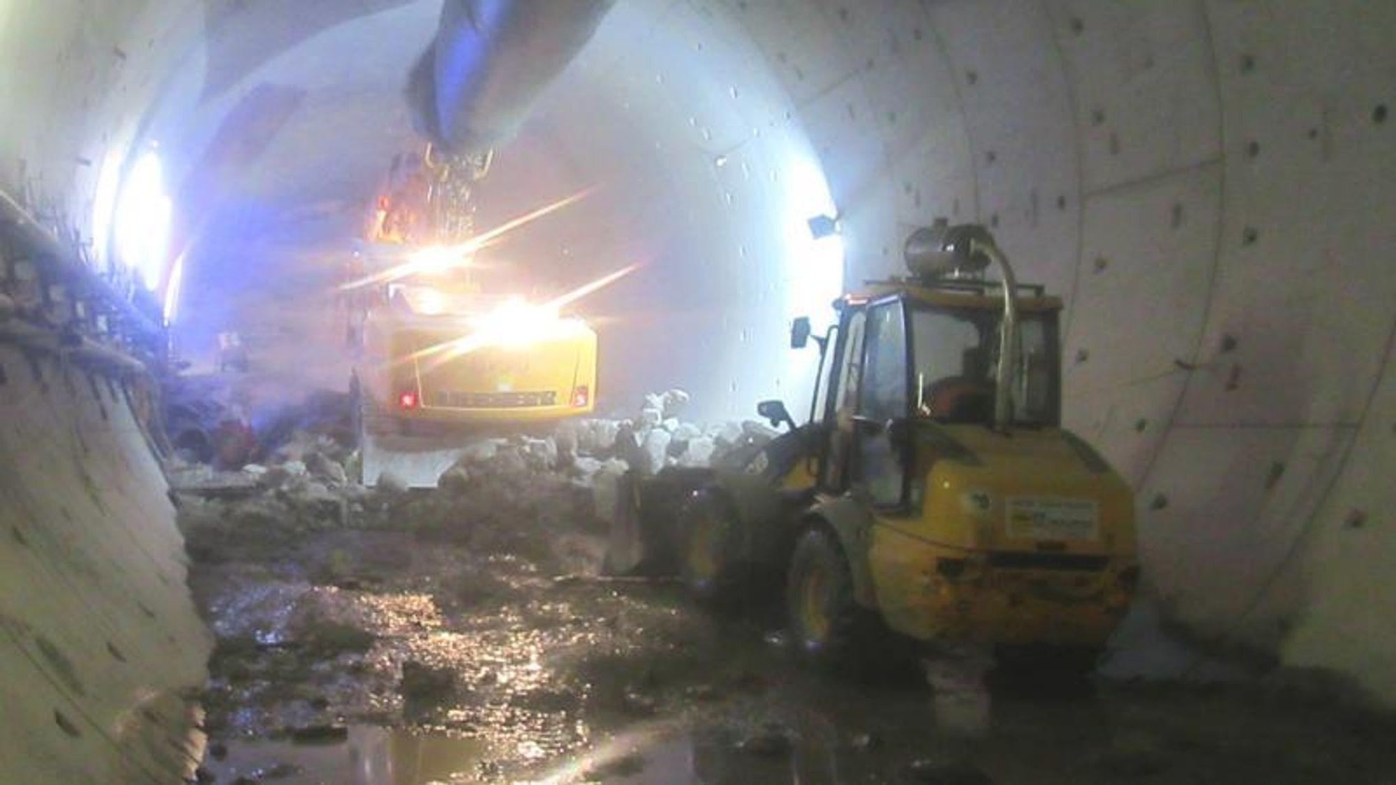 Den uhellsrammede delen av tunnelen ligger omkring 40 meter bak borehodet. Tunnelsegmentene har forskjøvet seg på en omkring 50 meter lang strekning. For å stabilisere tunnelen og hindre en ytterligere kollaps, pumpet entreprenøren Züblin omkring 10.500 kubikkmeter betong ned i tunnelen og begravde maskinen. Siden er den 160 meter lange «betongproppen» blitt hakket vekk, og nå planlegger Deutsche Bahn og entreprenørkonsortiet å grave ned og fjerne den ødelagte delen av tunnelen – inklusiv tunnelboremaskinen – og anlegge den resterende delen av tunnelen som en cut-and-cover.