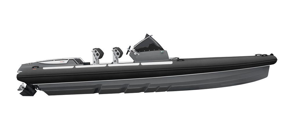 LUFT: Goldfish 29 med step-skrog og rett baug. Båten er en RIB, det vil si med luftpute rundt for oppdrift og som bidrar til å gjøre fartøyet lett.
