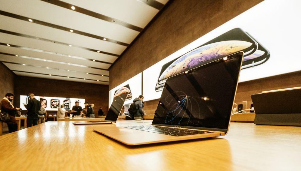 Amerikanske luftfartsmyndigheter har innført et forbud mot enkelte modeller av Apples bærbare datamaskin MacBook Pro fordi den har batterier som kan ta fyr. Illustrasjonsfoto.