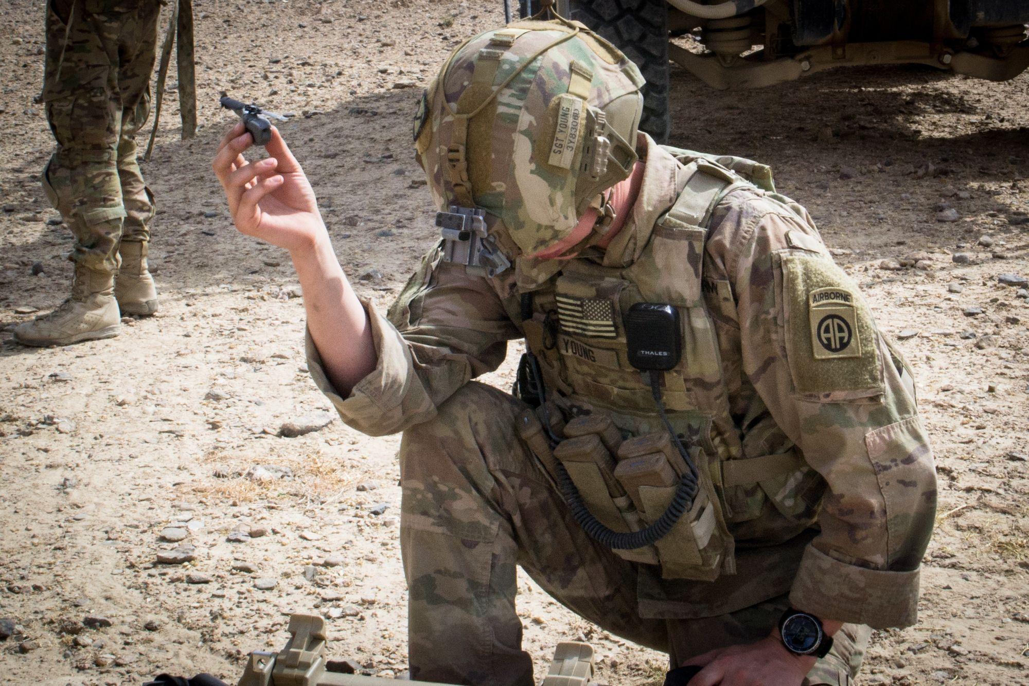 Amerikanske Hæren Tidligere ÅrNå Den I Bruker Black