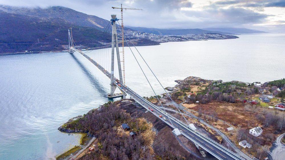 Den nye Hålogalandsbrua er blant prosjektene som omtales i rapporten Entreprenørforeningen har bestilt.