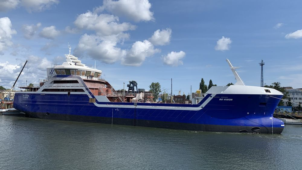 Skroget til Ro Vision blir sjøsatt i Gdansk. Slepet til Larsnes Mekaniske verksted for videre utrustning og ferdigstillelse starter om omtrent to uker.