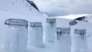 Store mengder mikroplast funnet i snøen i Arktis