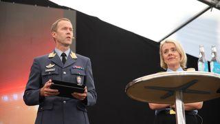 Inge Kampenes, sjef, Cyberforsvaret og politidirektør Marie Benedicte Bjørnland på Telenors arrangementstelt på Arendalsuka onsdag.