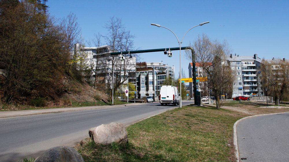 Samferdselsminister Jon Georg Dale vil fjerne bompenger på sideveier i eksisterende bomprosjekt.