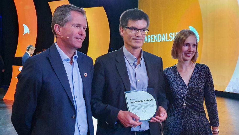 Asgeir Sørensen fikk Forskningsrådets Innovasjonspris 2019. Her flankert av John-Arne Røttingen i Norges forskningsråd og Forsknings- og utdanningsminister Iselin Nybø.