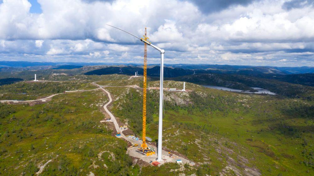 Tonstad vindpark er under bygging i Sirdal i Vest-Agder. Vindparken vil ha en kapasitet på 208 MW.