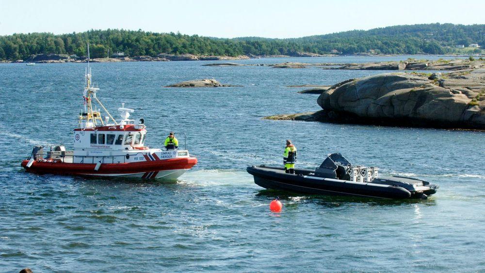 ULYKESBÅT: Per Erik Buruds Goldfish 29 under slep etter ulykken 13. juli. Båten har ingen spor etter grunnstøting og politiet harså langt ikke funnet tekniske feil. Tre mennesker mistet livet etter å ha blitt kastet over bord.