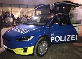 I Basel har politiet gått for Tesla Model X.
