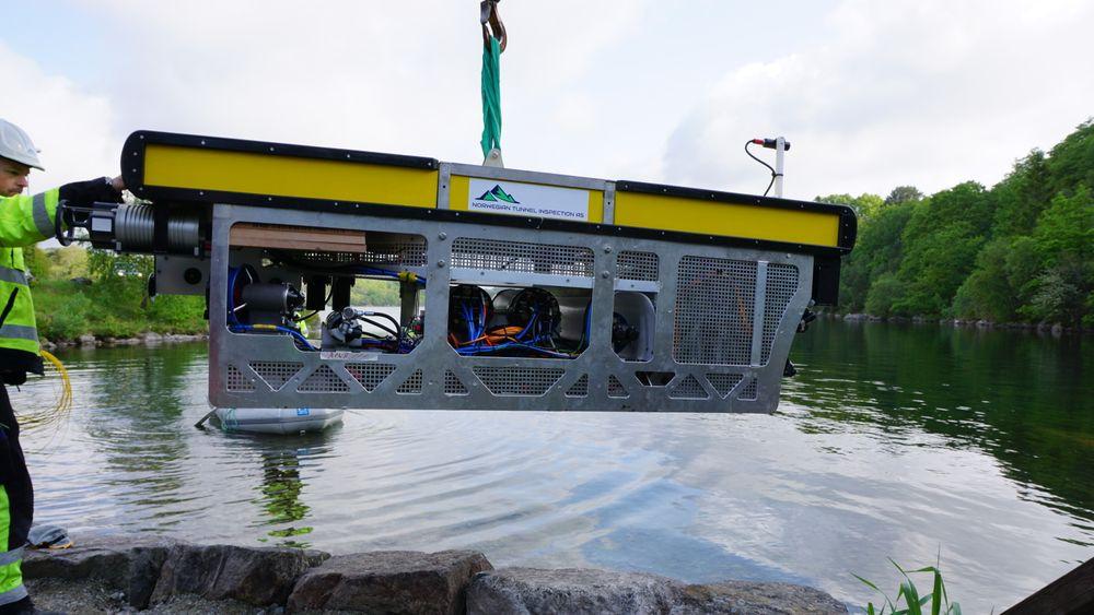 Selve ROVen er 2,9  meter lang og veier 700 kg. Ntias legger vekt på at ingen deler skal veie over ett tonn, for å kunne fraktes med helikopter.