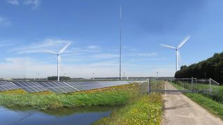 Først kommer vindturbinene, så 124.000 solcellepaneler. Deretter skiper de inn 12 store containere med batterier