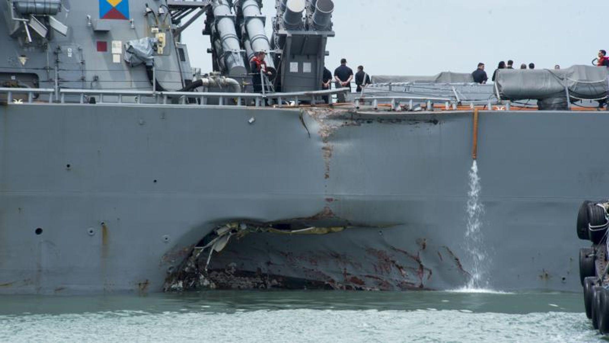 USS McCains kolliderte med et handelsskip 21. august 2017. Kollisjonen kostet ti sjøfolk livet. The National Transportation Safety Board konkluderte med at rotårsaken var marinens manglende oversikt som førte til utilstrekkelig opplæring og for dårlige operasjonsprosedyrer på broen.