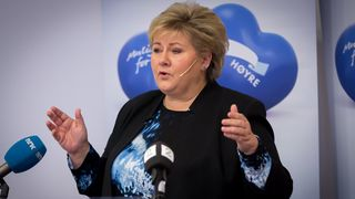 Bompengestriden truer regjeringen: Solberg reiser hjem for å mekle