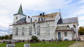 Norges første kirke med solcelletak har allerede produsert mer strøm enn forventet