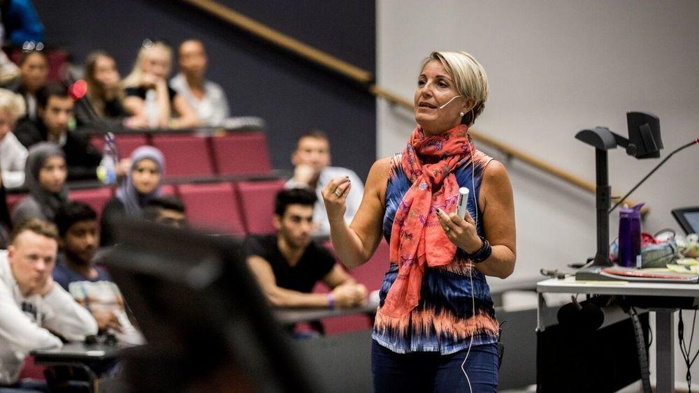 Nina Vogt Ronæs har både BI-studenter og ledere som publikum.