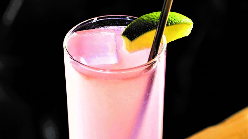 UKENS DRINK: Five Island Flamingo