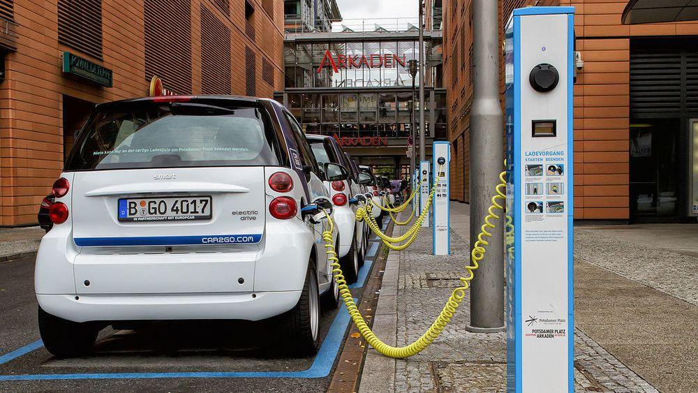 2019 ligger an til å bli et toppår for elbilsalg i Tyskland. Statkraft vil posisjonere seg i det tyske lademarkedet, gjennom oppkjøp av to mindre selskaper. Bildet er fra Potsdamer platz i Berlin.