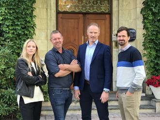 Edda Grjotheim, produsent i Novemberfim, Kjetil Johnsen, Kim Gulbrandsen og Fredrik Tandberg, prosjektleder for tv-serien i Tolletaten