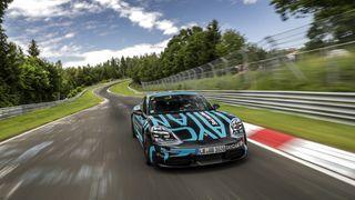 Ni dager til avduking – Porsche Taycan viser muskler på Nürburgring