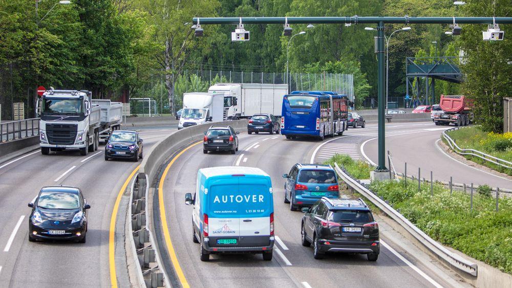 1. juni innføres det flere bomstasjoner og endret takstsystem for bilister i Oslo og Akershus.Bomstasjon sett fra Bygdøylokket mot Skøyen.