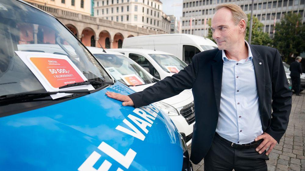 Stig Morten Nilsen i Norges Bilbransjeforbund sier beløpene i støtteordningen må vurderes fortløpende for å se om de har ønsket effekt på en utskifting av dagens fossile bilpark.
