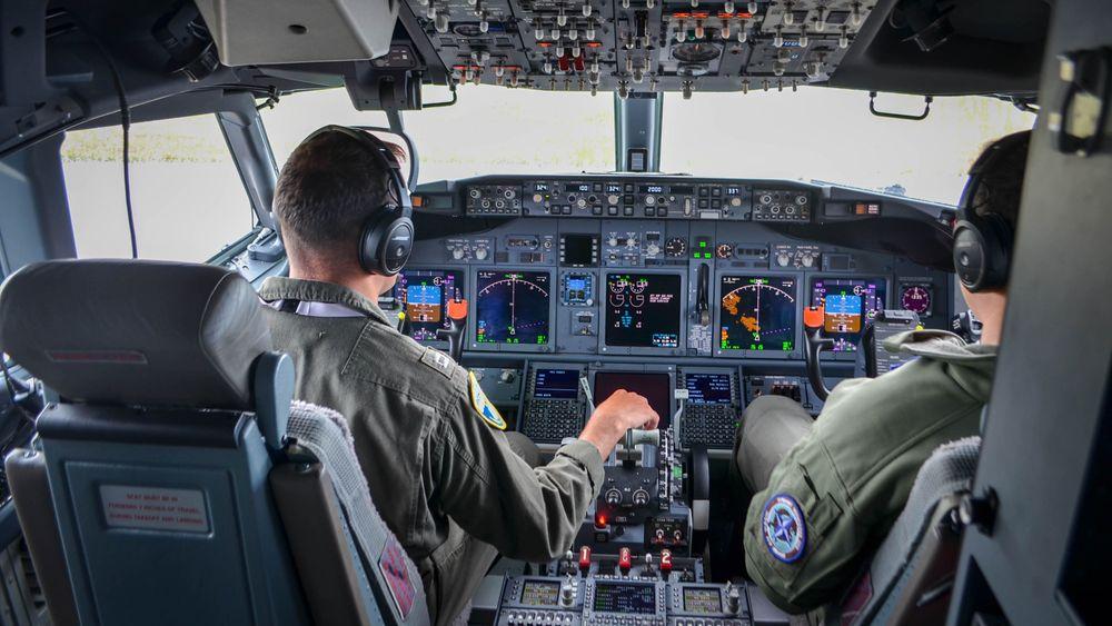 I cockpit på en amerikansk P-8 Poseidon under MPA-øvelsen Dynamic Mongoose på Andøya i juli.