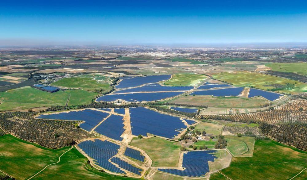 Don Rodrigo 1 er det første av to store solkraftverk utenfor Sevilla, som Statkraft har inngått avtale om å kjøpe strøm fra.