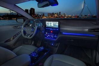 Innvendig har nye Ioniq fått et mer moderne dashbord, med Hyundai sitt velfungerende BlueLink-system.