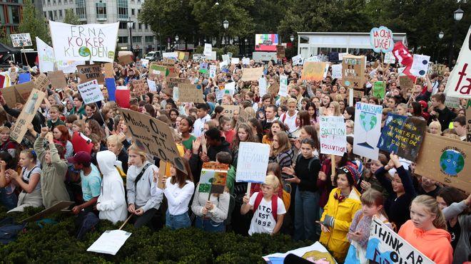 Demonstrasjoner på 40 steder: Ungdommer over hele landet klimastreiker