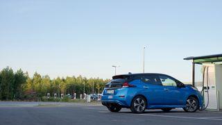 TU dokumenterte ladeproblemene til nye Nissan Leaf – nå må alle hurtigladere oppdateres