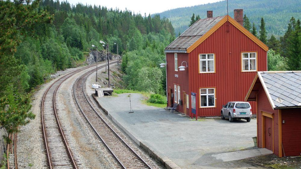 Meråkerbanen skal bli elektrifisert. Her fra Kopperå stasjon.