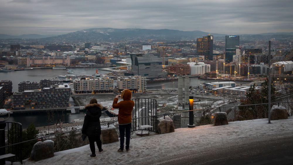 Illustrasjonsbilde: Oslo by med Postgirobygget, Oslo Plaza og bygging av en rekke nye nærings- og boligbygg foran Barcode i Bjørvika i Oslo sett fra Ekeberg restauranten i november kulda.