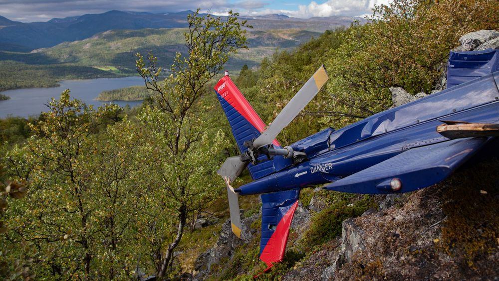 De viktigste komponentene fra helikoptervraket ble fraktet ned tirsdag.