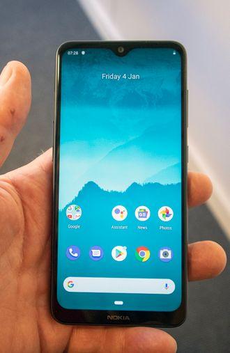 Nokia 6.2 eller 7.2: Det er ikke lett å se på forsiden. De to nye smarttelefonene til finnene er temmelig like både på forsiden og baksiden. Det er litt forskjell i farger og materialvalg, men det blir raskt borte når man får seg et deksel.